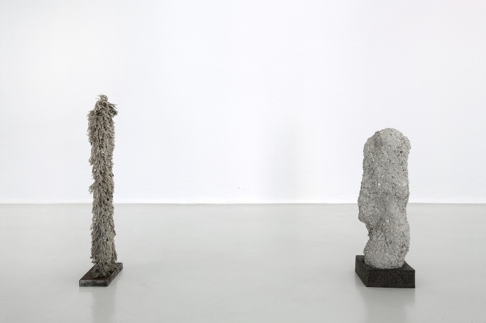 """Lær å leve og Livslykke"", mopp, grus, sement, ca 50 cm høye, 2015. / ""Learn to Live and Joy of Life"", mop, gravel, cement, 50x 7×17 cm and 60x17x2 cm, 2015."